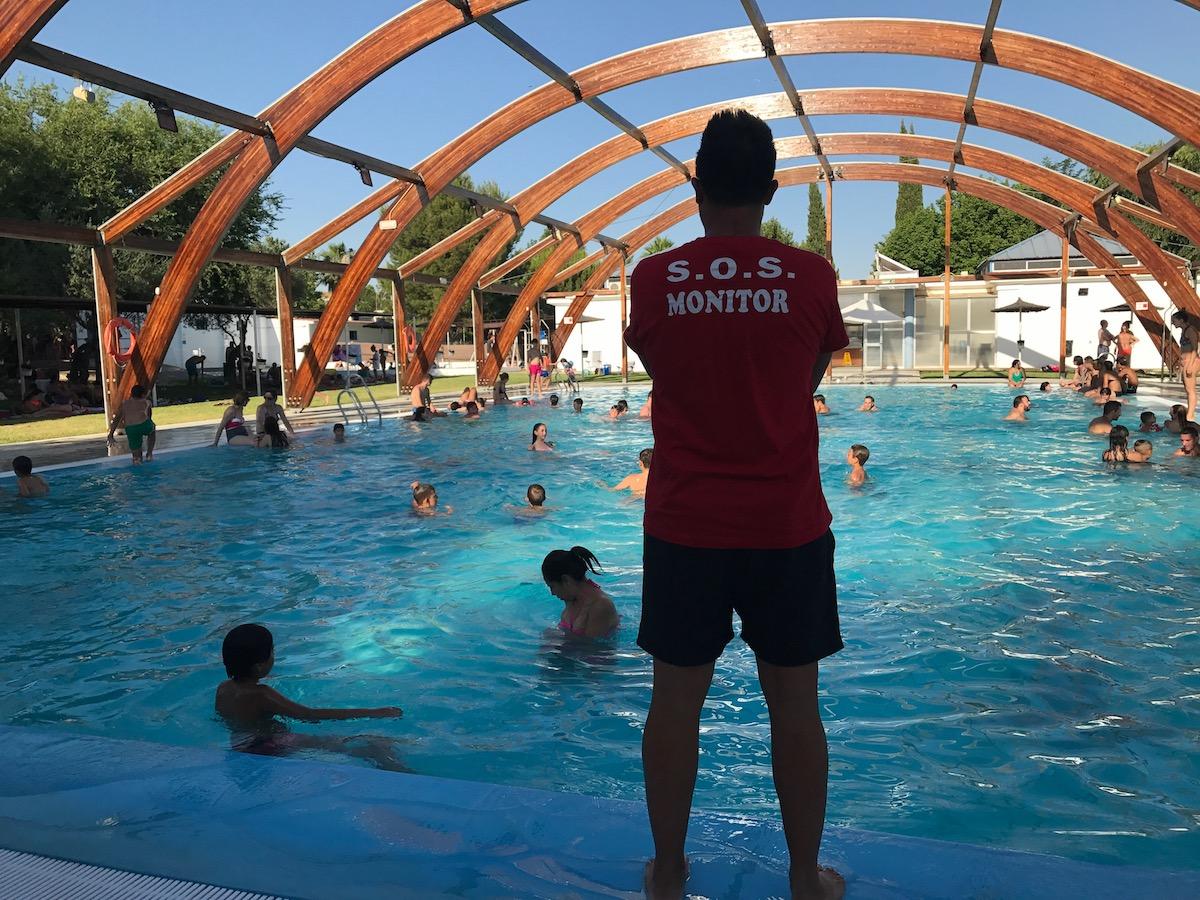 xito en el estreno de la piscina municipal de salteras